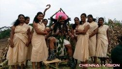 Kelambitangaya Kelambitangaya Tamil Movie Photos by Chennaivision