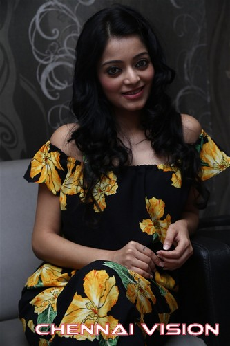 Tamil Actress Janani Iyer Photos