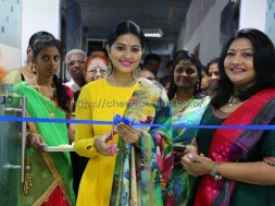 Actress Sneha Inagurated V Care Multi Specialty Clinic Opening Ceremony Photos 4