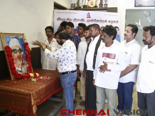 TR Pays Respect To MGR Photos 1