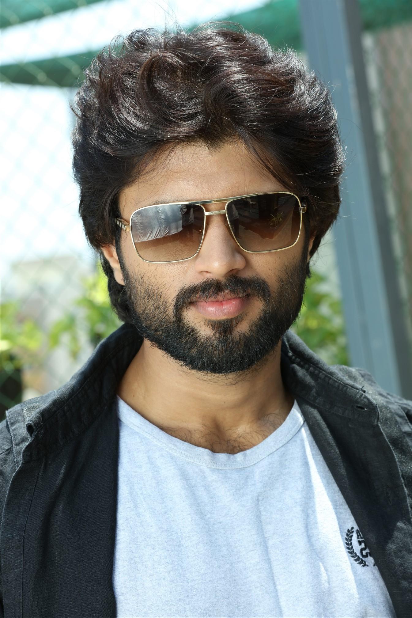 Arjun Reddy Tamil Movie photos 14