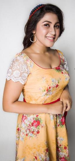 Aaruthra Fame Actress Meghali Meenakshi looks magnificent in these latest photoshoot of her !!