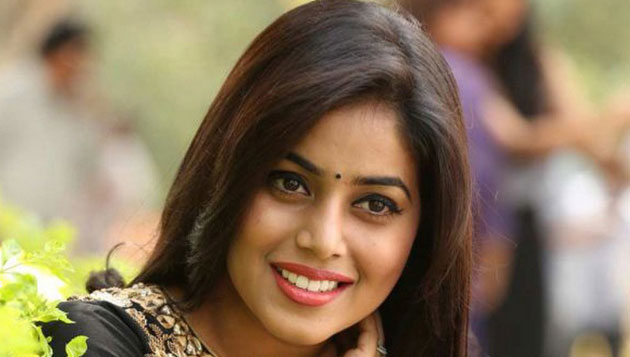 Poorna cries on stage