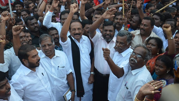 Stalin, Vaiko, Thiruma join farmers for rail roko over Cauvery issue