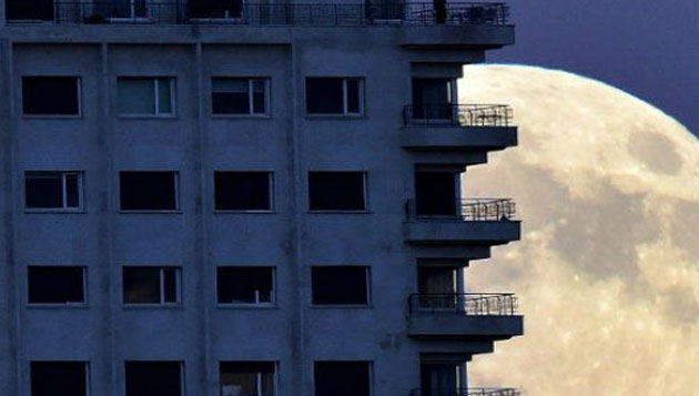 Supermoon shines in Chennai, people thrilled with visual delight