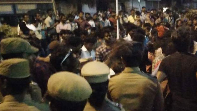 Jallikattu violence Cops, protesters blame each other