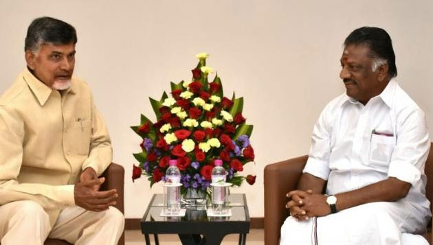 Panneerselvam meets Naidu, AP agrees to release 2.5 tmc water to Chennai
