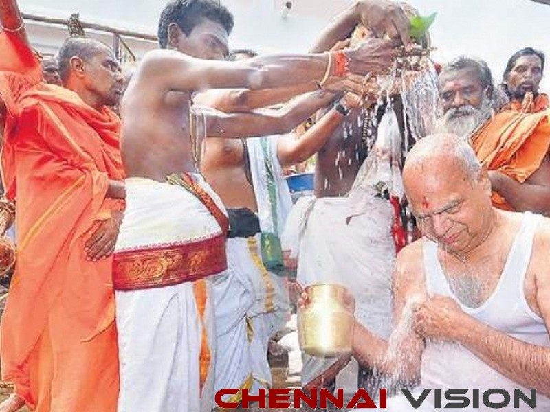 Thamirabarani Maha Pushkaram starts, Governor takes holy dip in river