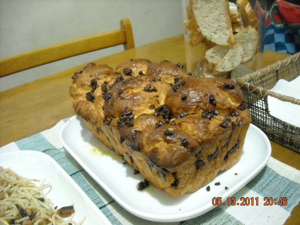 Chocolate Chip Monkey Bread (1/2)