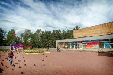 Площадь им. Ф. И. Дубовицкого перед Домом учёных.