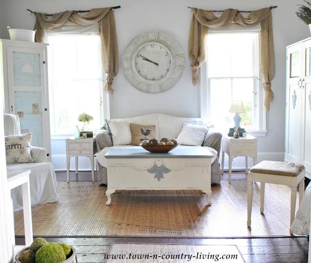 DIY Curtains - I love this rustic farmhouse window idea ... on Farmhouse Curtain Ideas  id=66349
