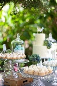 chic dessert table4