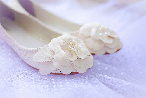 wedding shoes for pregnant bridess