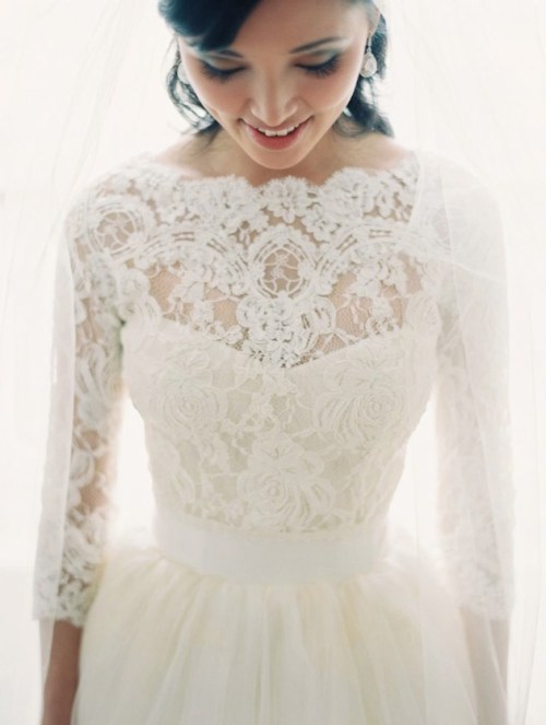 lace wedding dress with three square sleeves