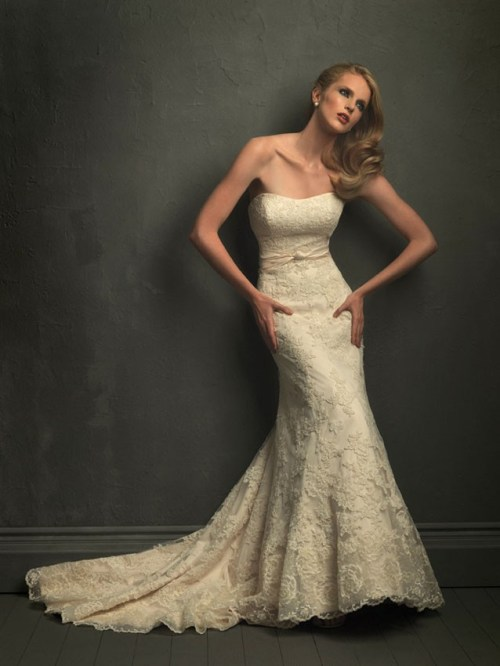 vintage lace wedding dress with sweetheart