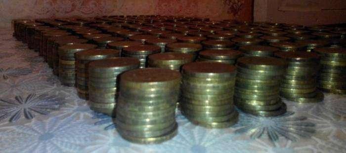 Сколько денег в двухлитровой банке? История одной копилки (8 фото)