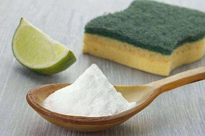 Сода очень эффективно очищает алюминиевую поверхность