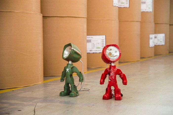 Lampster – гуманоидный робот-лампа (10 фото)