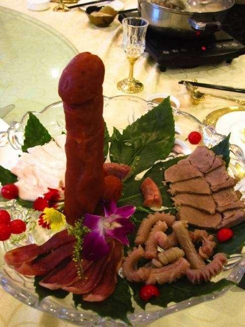 Ресторан, в котором подают только гениталии (3 фото)
