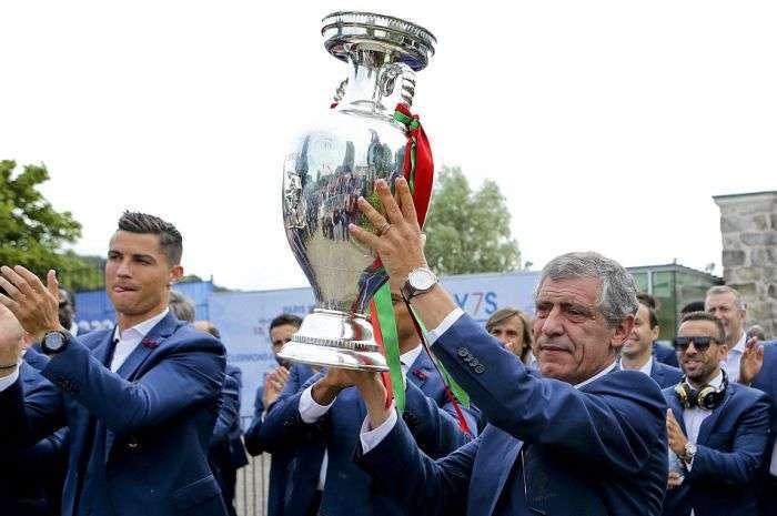 Как встречали чемпионов Европы по футболу в Лиссабоне (19 фото)