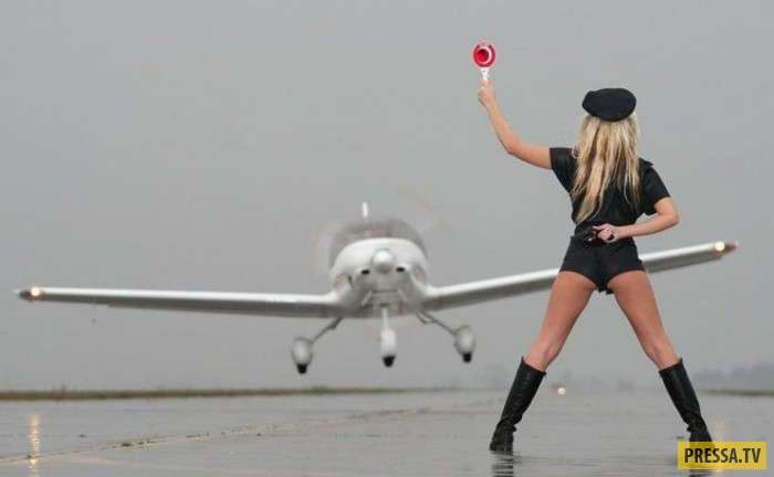 Красотки и самолёты (25 фото)
