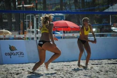 Причины, по которым мужчины обожают смотреть женский пляжный волейбол (34 фото)