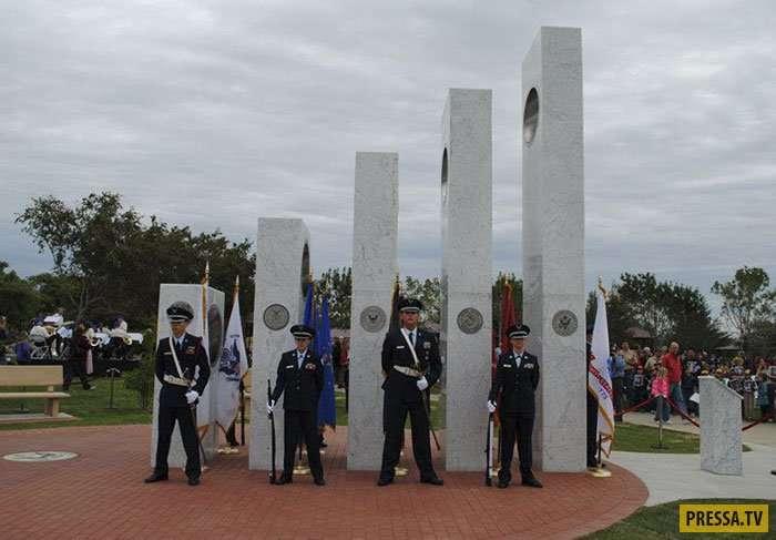 Необычный мемориал в Аризоне в честь погибших американских воинов (4 фото)