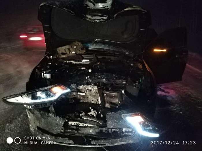Колесо от фуры прилетело в автомобиль на встречной полосе. Главное все живы!-6 фото-