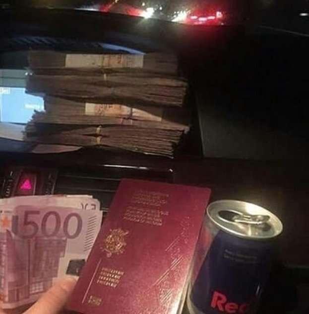 Ванна с долларами и другие атрибуты сладкой жизни богатых детишек из Албании-18 фото-