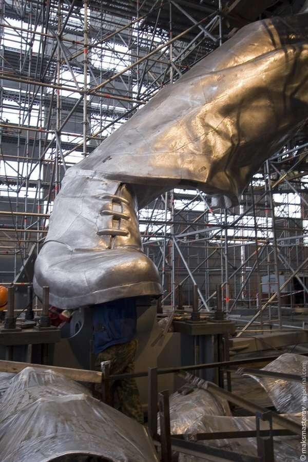 Монумент -Рабочий и колхозница- знают все. А что у него внутри?