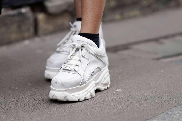 Как сделать белые кроссовки снова белыми