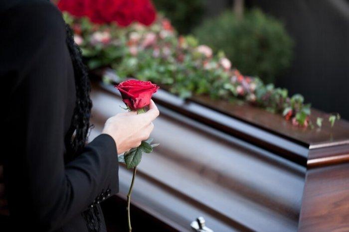 Почему белые тапочки - символ похорон и смерти?-2 фото-