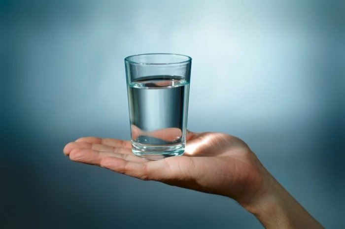 Почему, когда хотят успокоить, дают воды?