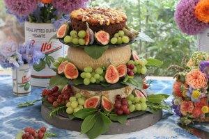 cake, wedding cake, wedding, figs, fruit, food, cheesecake, fruitcake, grapes, blue cheeses, stilton, sherry