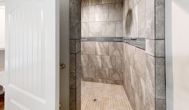 3918-Pennine-Way-Master-Shower