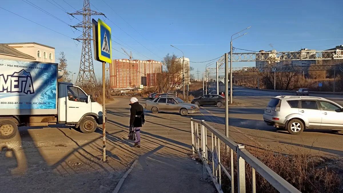 В поселке РТС ликвидировали пешеходный светофор у Пекинки. Жители готовы перекрыть трассу