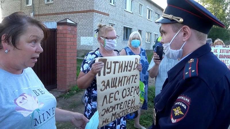 Жители Мостостроя на сходе боролись с трассой М-12 и полицией