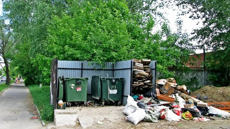 Белый дом обнаружил завалы мусора по всей области