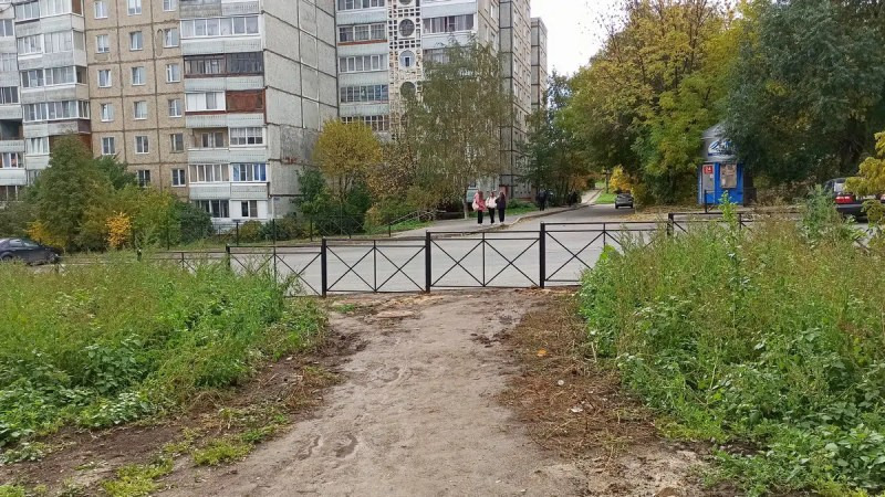 Мэрия Владимира отгородилась забором от жителей Нижней Дубровы