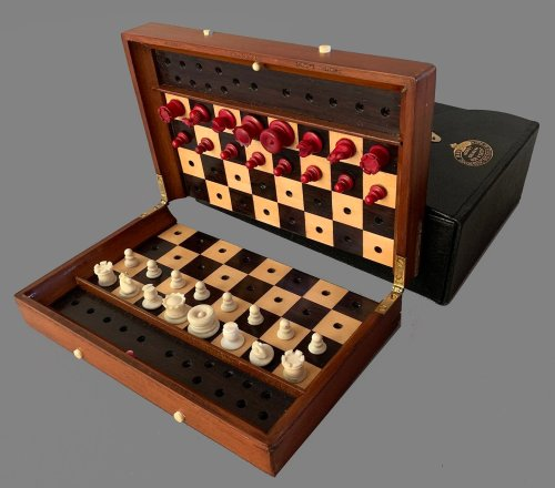 Ivory Type II Status Quo Chess Set, Set #1