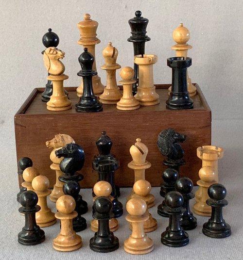 Antique Upright Staunton Chessmen