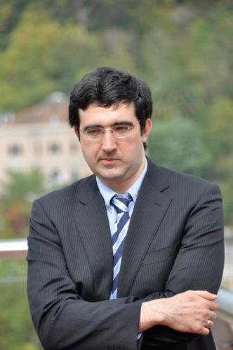 https://i1.wp.com/chessintranslation.com/wp-content/uploads/2010/10/Kramnik-at-the-Bilbao-opening-ceremony2.jpg