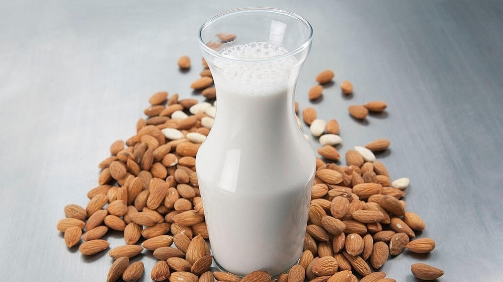 Almond milk: What Are The Healthy Low Cholesterol Breakfast Options