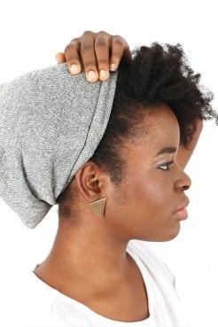 Bonnet-revetement-satin-gris-3-EmbraceTheNaturalYou_ounoz