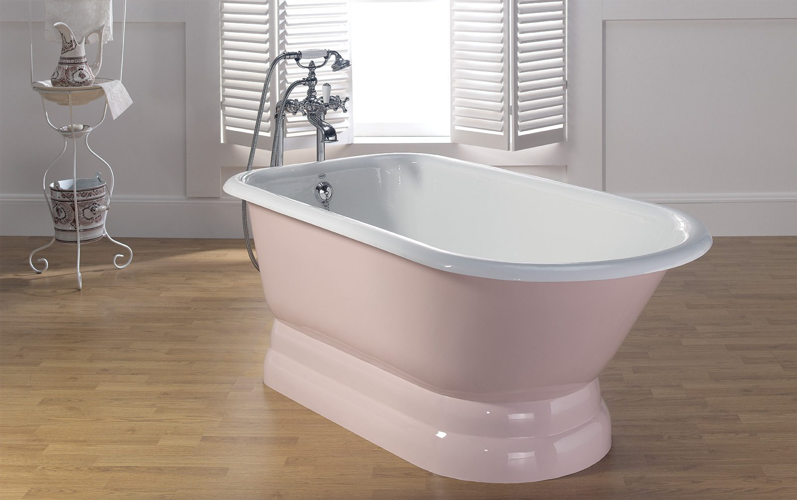 TRADITIONAL Cast Iron Tub With Pedestal Base Cheviot