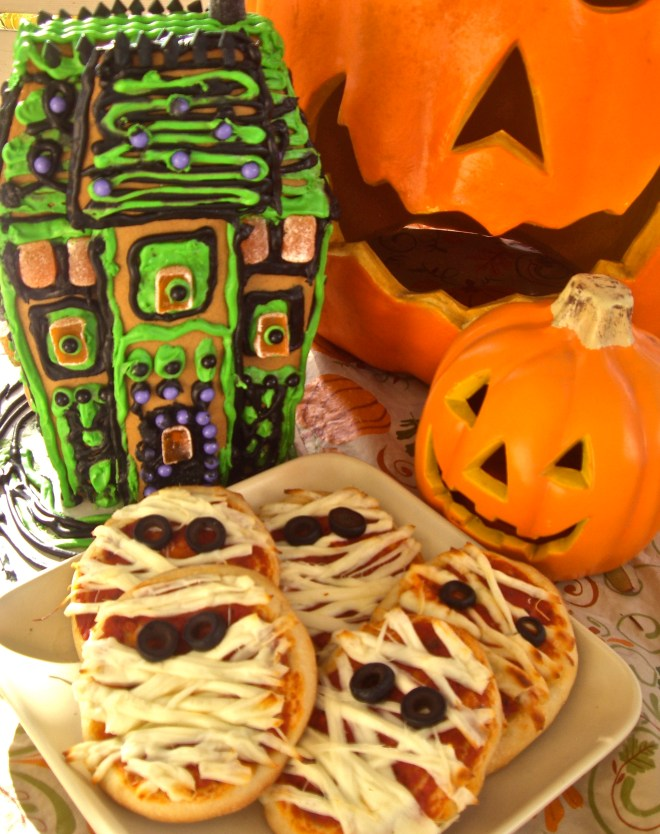 Yummy Mummy Pizzas are great Halloween snacks.