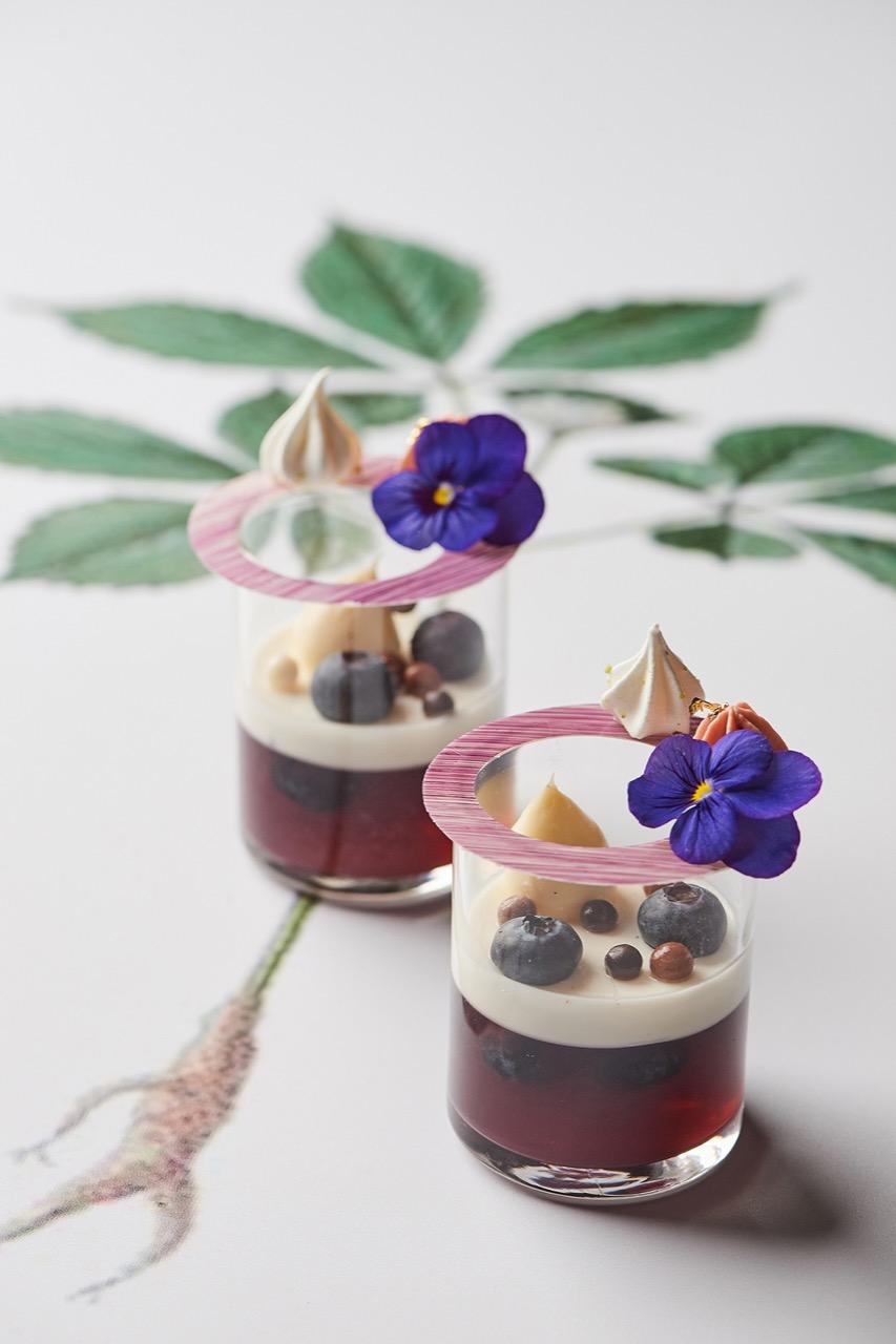 台北美福・正官庄 聯名推出「蔘紅」下午茶 高麗蔘藍莓甜品杯