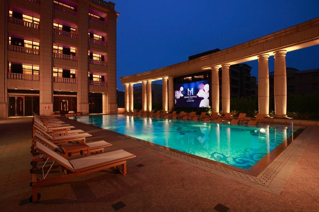 台北美福大飯店 戶外恆溫泳池