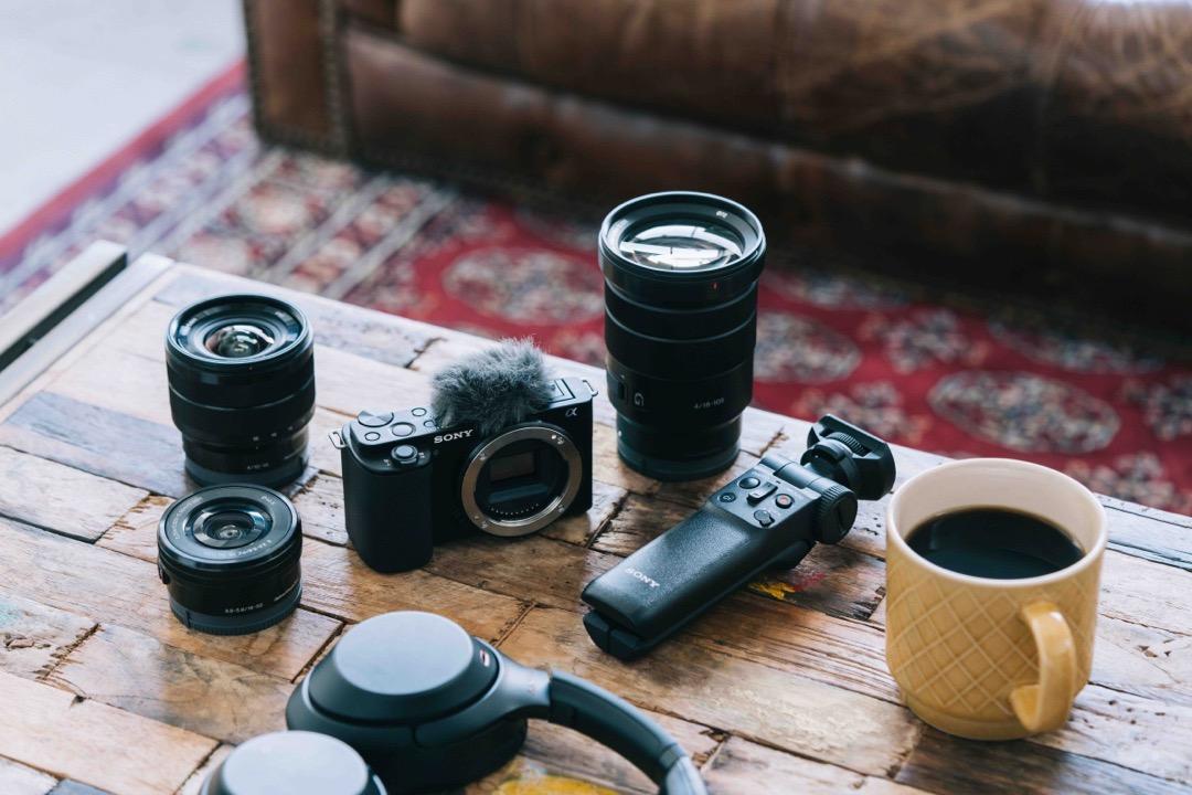 圖4 Sony 可換鏡數位相機 Alpha Zv E10 可視需求搭配 E 接環系統多元焦段鏡頭,增加拍攝靈活度,讓創作不受限。