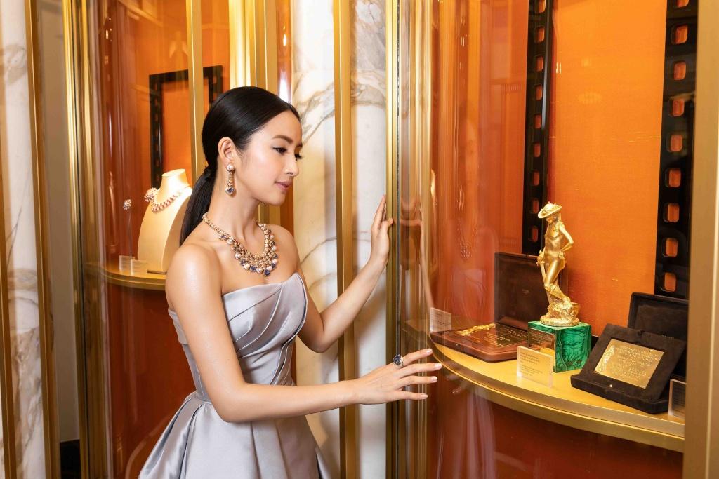 林依晨配戴寶格麗bvlgari Heritage典藏系列彩寶項鍊與耳環